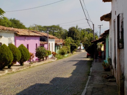Suchitoto streets are quiet