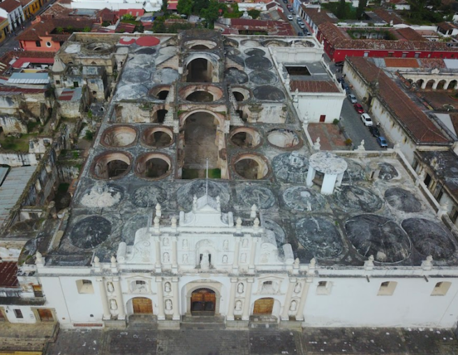 The cathedral losts its roof in the 1773 earthquakes