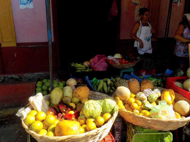 Buying vegies in Corinto